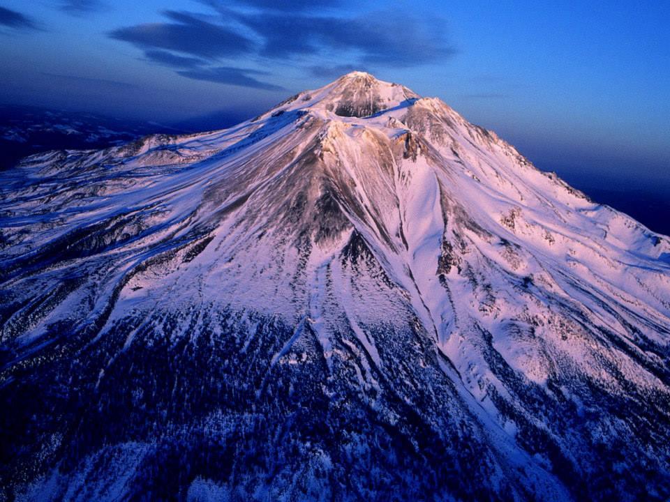 Coucher de soleil sur le mont Shasta, Californie, chakra de la couronne de la terre