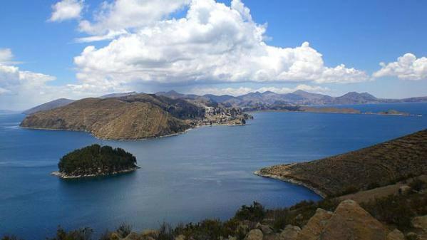 Belle vue sur le lac Titicaca au Pérou, le plexus solaire de la terre