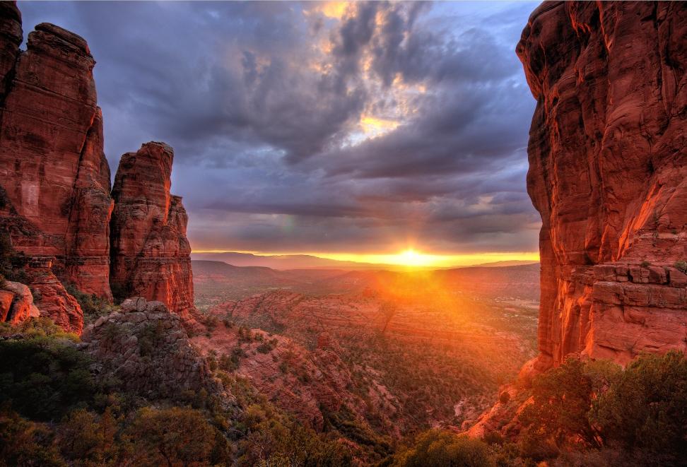 Belle vue sur le coucher de soleil de Sedona, vortex terrestre majeur